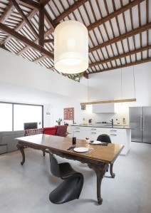 5360560fc07a80d43c00008a_renovation-of-an-industrial-building-into-a-single-family-house-guim-costa-calsamiglia_casa_ov_1-709x1000