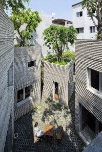House for Trees / Vo Trong Nghia Architects-for-trees-vo-trong-nghia-architects_08_coutyard-666x1000