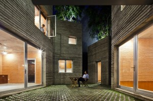 House for Trees / Vo Trong Nghia Architects-for-trees-vo-trong-nghia-architects_14_night_coutyard-1000x666