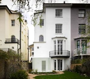 White_on_White_house_by_Gianni_Botsford_Architects_dezeen_468_7
