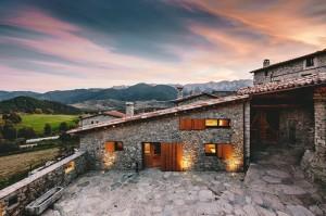 546ac924e58ecea75a000108_housing-rehabilitation-in-la-cerdanya-dom-arquitectura_portada-1000x666