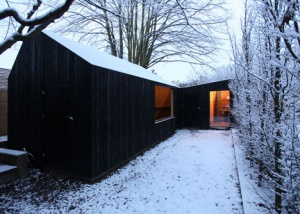 Garden-workshop-in-Cambridge-by-Rodic-Davidson-Architects_dezeen_1