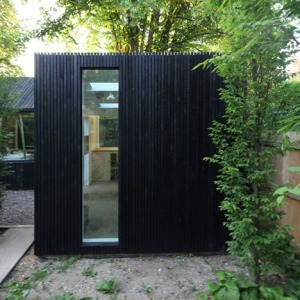 Garden-workshop-in-Cambridge-by-Rodic-Davidson-Architects_dezeen_15sq