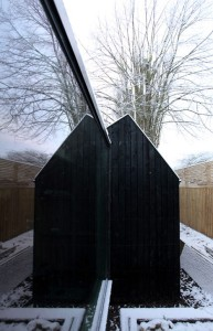 Garden-workshop-in-Cambridge-by-Rodic-Davidson-Architects_dezeen_4