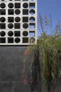 548125c6e58ece2a3a000069_b-b-house-studio-mk27_mk27_casa_b_b_fernando_guerra-16--666x1000