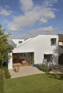 546bee70e58ece78db00004e_riverview-house-bennett-and-trimble_140529_riverview_house_0558-681x1000