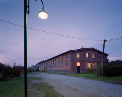 German-barn-conversion_Thomas-Kroger_dezeen_468_13