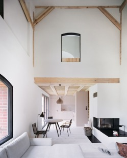 German-barn-conversion_Thomas-Kroger_dezeen_468_6