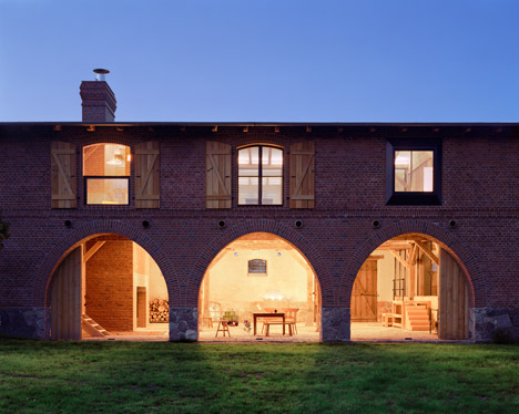 German-barn-conversion_Thomas-Kroger_dezeen_468_7